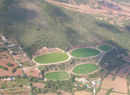 La depuradora por lagunaje de Ferreries acumula 8.700 toneladas de lodos tóxicos segun los ecologistas (Foto: GOB)
