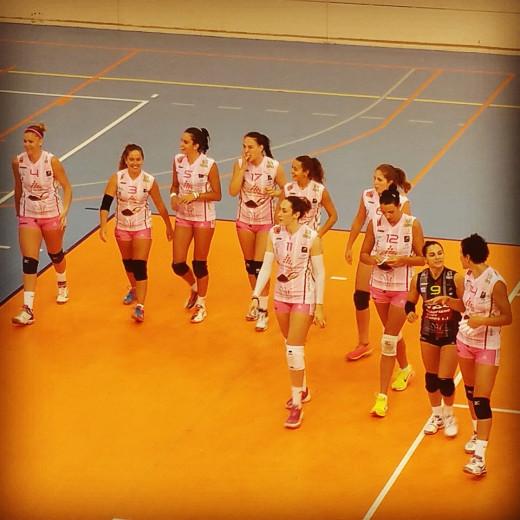 Las jugadoras, justo antes del partido (Foto: CV Ciutadella)