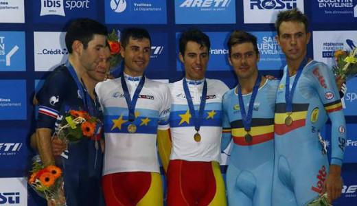 Albert Torres, con la medalla de oro en el podio.