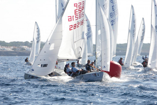 Imagen de un momento de la regata celebrada en aguas de Ciutadella.