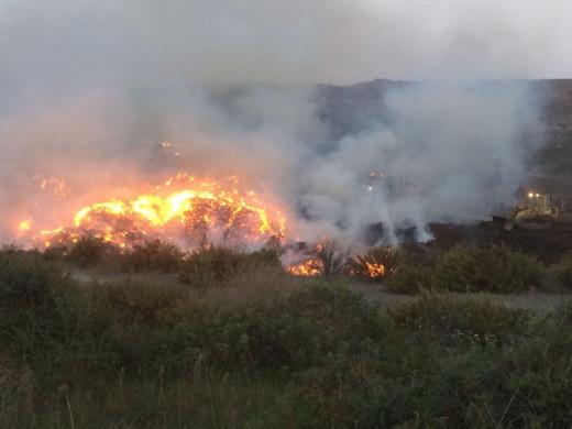 (Fotos y videos) Incendio en Es Milà