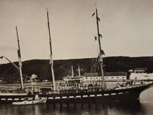 (Galería de fotos) Un repaso en imágenes a las historias del puerto de Maó y Es Castell
