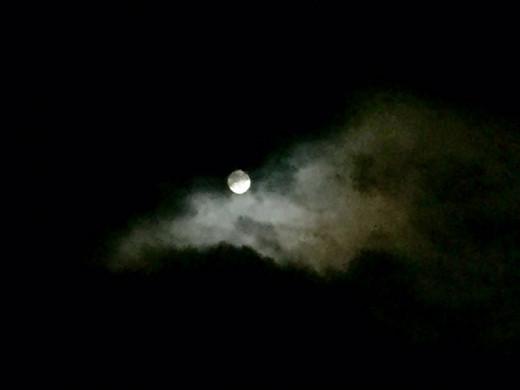 Un astro envuelto en nubes.