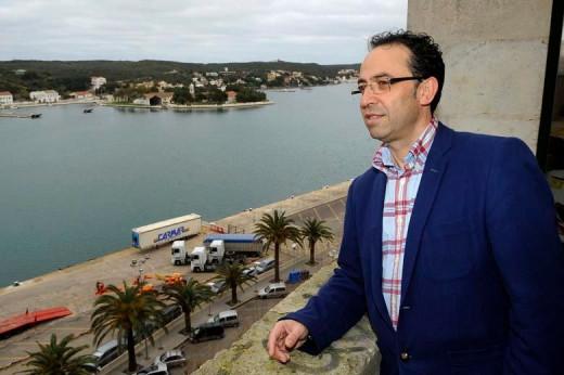 Vicente Martínez, en el puerto de Maó (Foto: Tolo Mercadal)