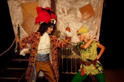 Peter Pan y Garfio.
