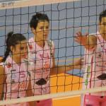 María Barrasa, Noelia Sánchez y Rosalía Alonso, en la red (Foto: Vòlei Ciutadella)