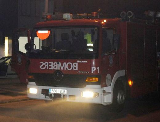 Imagen de un camión de bomberos en Maó.