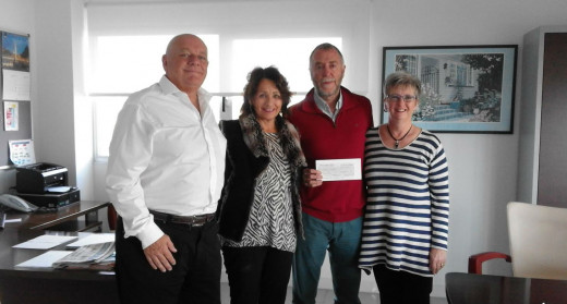 Momento de la entrega de la donación (Foto: Hospital Mateu Orfila)