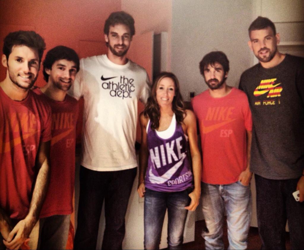 Llull, junto al resto de jugadores (Foto: @MartaFernandez5)