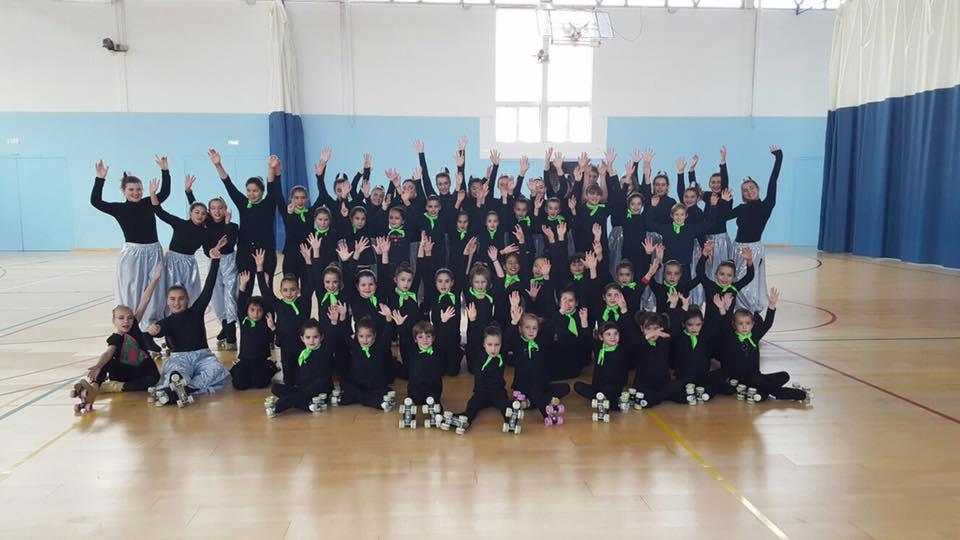 Saludo de las patinadoras de la escuela de la UD Mahón (Fotos: Biosport)
