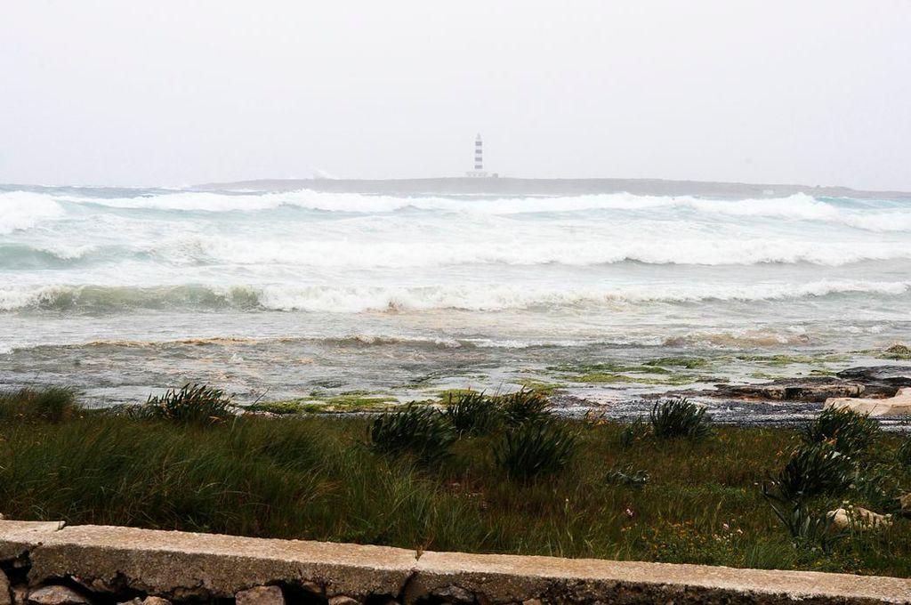 Imagen del temporal en Punta Prima (Foto: Tolo Mercadal)