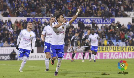 Xiscu, a la izquierda con el número 37, celebra un gol de Angel (Foto: laliga.es)