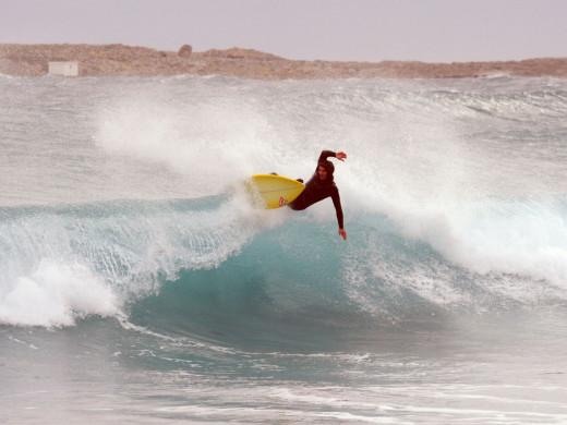 (Fotos y vídeo) Días especiales para los amantes del surf en Menorca
