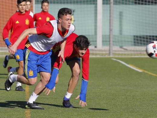 (Galería de fotos) El menorquín Xavi Sintes ya viste la camiseta de la selección española