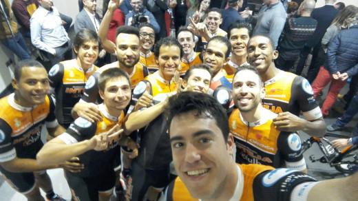 Selfie de Albert Torres junto a sus compañeros de equipo (Foto: Albert Torres)