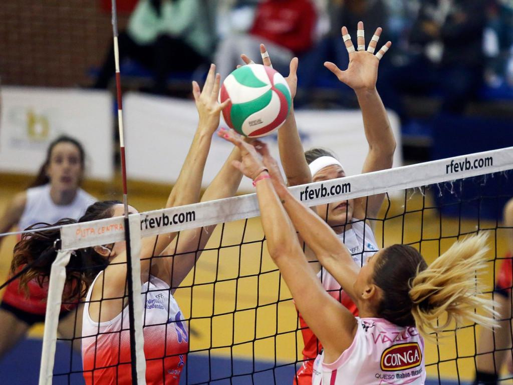 Remate de Bea Vázquez ante el bloqueo del Alcobendas.