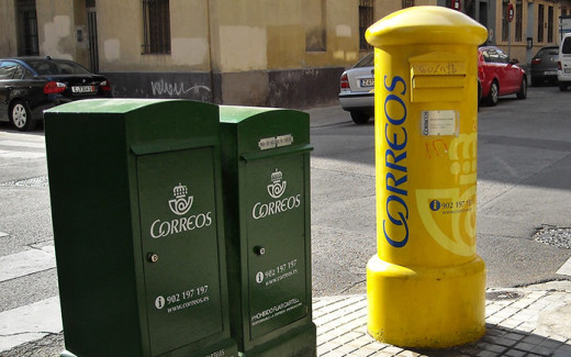 Imagen de archivo de dos de los tipos de buzones usados por Correos.