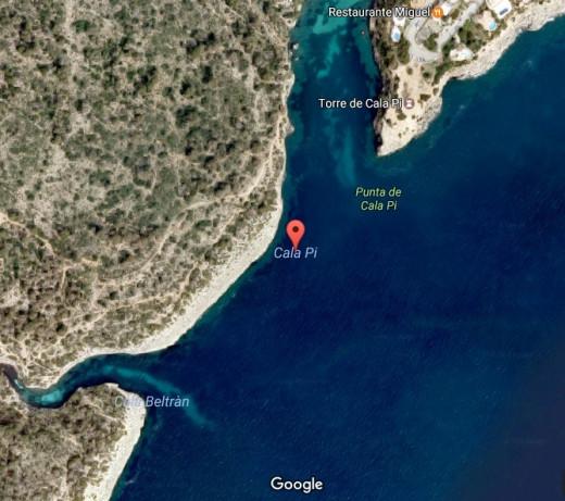 Imagen aárea de Cala Pi en Google Maps.
