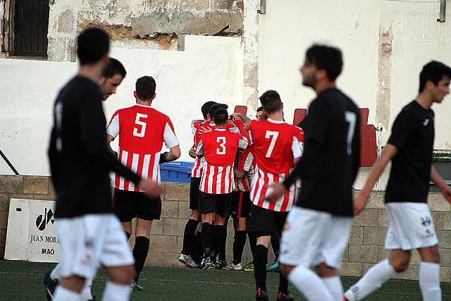 Celebración del gol de Robert (Fotos: deportesmenorca.com)