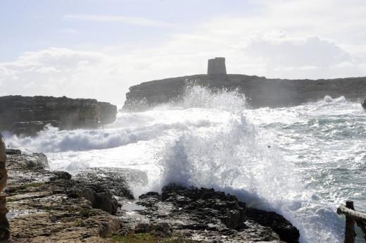Imagen del fuerte oleaje en Alcaufar (Foto: Tolo Mercadal)