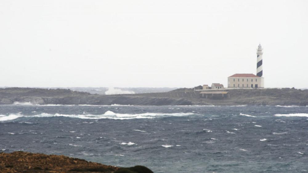 fuerte tormenta en es grau illa den colom y favartix
