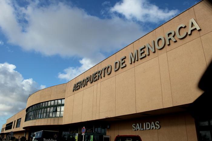 Imagen exterior del Aeropuerto de Menorca.