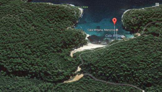 Imagen del entorno de Cala Mitjana y Mitjaneta en Google Maps.