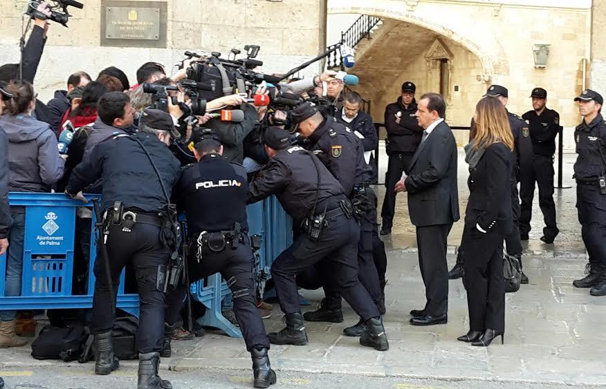 Pedro Horrach, declarando ante los medios esta mañana (Fotos: Joan Lladó)