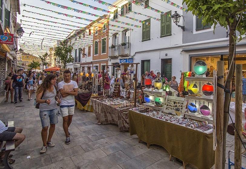 Más de 200 vecinos de Es Mercadal piden un cambio del trazado del Mercado de Verano