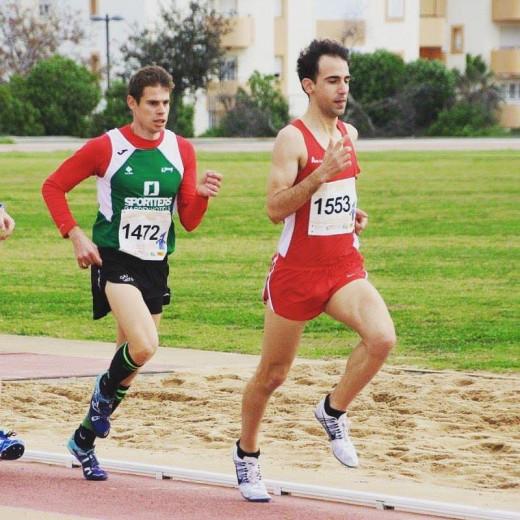 Rafel Quintana, junto a Tomeu Rigo en la carrera de los 1.500 metros.