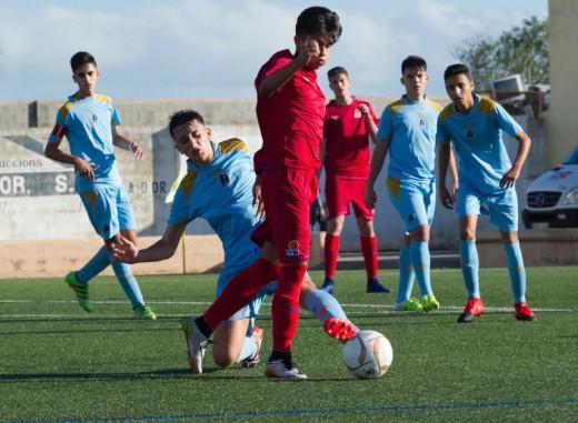 Acción del partido entre Balears y Extremadura sub 16 de la primera fase (Foto: futbolbalear.es)