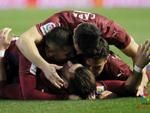 (Galería de fotos y vídeo) Doblete de Sergi Enrich en el asalto del Eibar a Mestalla
