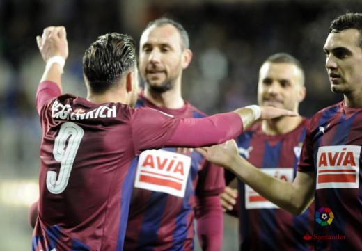 Enrich, celebrando el 2-0 junto a sus comañeros (Foto: laliga.es)