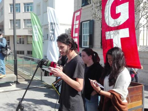 (Fotos) 200 personas se manifiestan contra la LOMCE en Menorca
