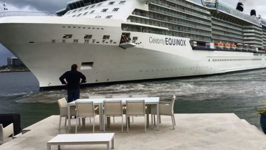Imagen del crucero ante la vivienda.