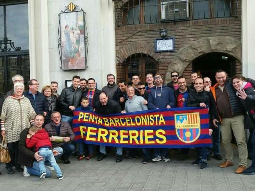 (Fotos) La peña barcelonista de Menorca y la de Ferreries disfrutan del último partido en el Camp Nou
