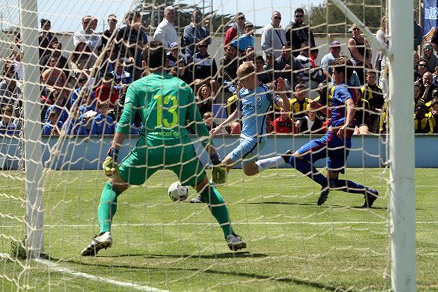 Acción del City-Barça (Fotos: deportesmenorca.com)