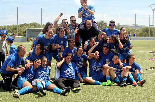 Celebración del ascenso (Foto: deportesmenorca.com)