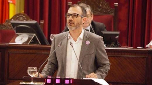Biel Barceló, en el Parlament de les Illes Balears (Foto: mallorcadiario.com)