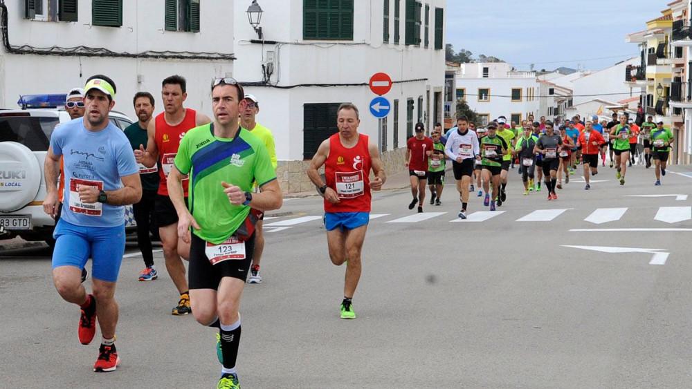 Momento de la carrera mientras discurría por Es Mercadal (Fotos: Tolo Mercadal)