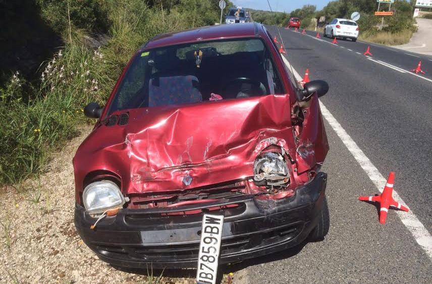 Imagen de cómo ha quedado uno de los vehículos implicados (Fotos: Tolo Mercadal)