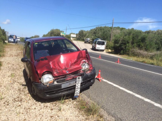 (Galería de fotos) Aparatoso accidente con heridos en la carretera general