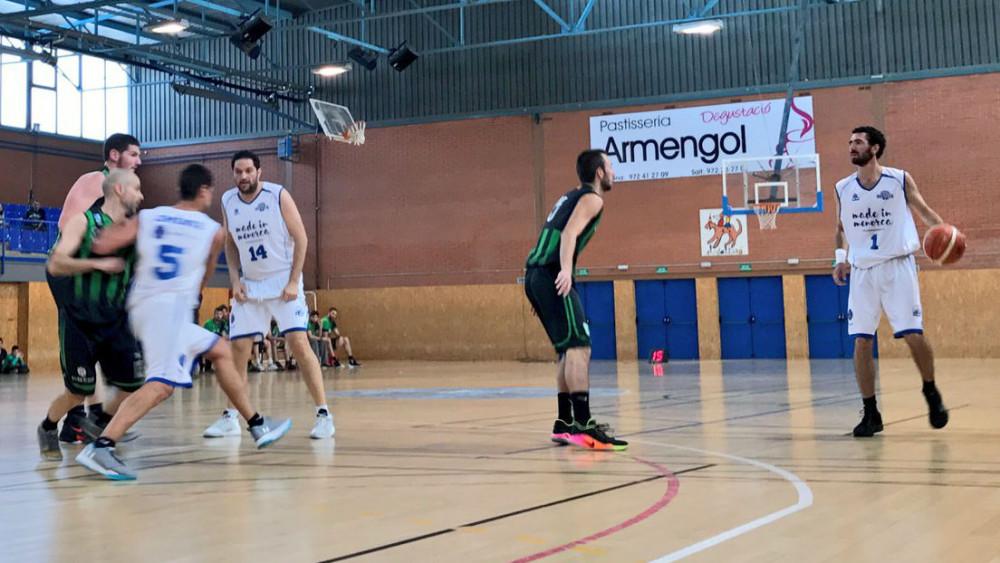 Dani García, en acción de ataque (Fotos: Bàsquet Menorca)