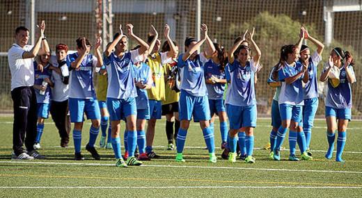 Las jugadoras del Sporting, saludando tras una victoria (Foto. deportesmenorca.com)
