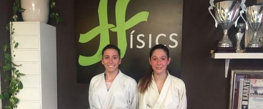 Las dos karatecas, antes de emprender el viaje a Torrelavega.