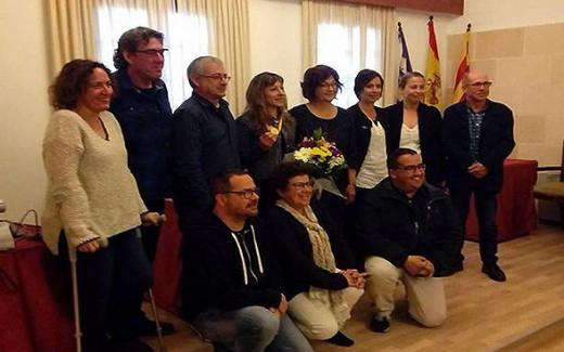 Lita López, arriba en el centro, en el momento del homenaje (Foto: deportesmenorca.com)