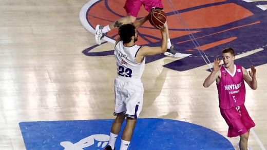 Momento en el que Llull ejecuta el triple (Foto: ACB Photo)