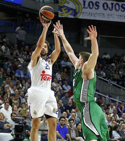 Tiro de Llull ante el Darussafaka (Foto: Euroleague)