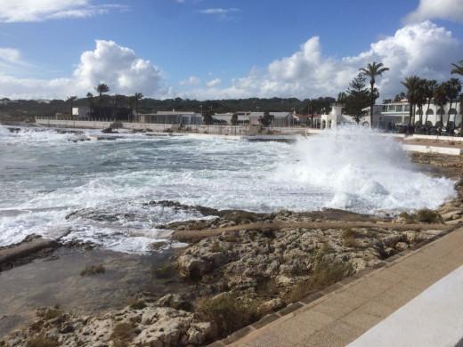 Imagen del temporal marítimo en s'Algar (Sant Lluís).