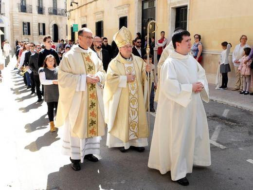 (Fotos y vídeo) La Processó de l'Encontre desencadena la alegría de la resurrección